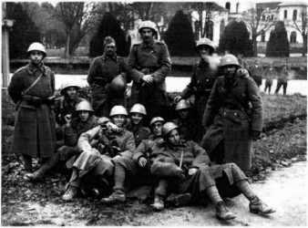 Junkeři 1. pluku na jejich prvním válečném tažení v oblasti Banja Kovylača
