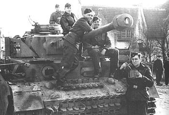 Panzer IV Ausf J z divize Hohenstaufen.