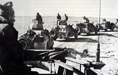 Kolona obrněných vozidel organizace Palmach při hlídkování v poušti Negev