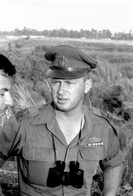 Jicchak Rabin, Severní velitelství, rok 1957 s naším triedrem 6x30.