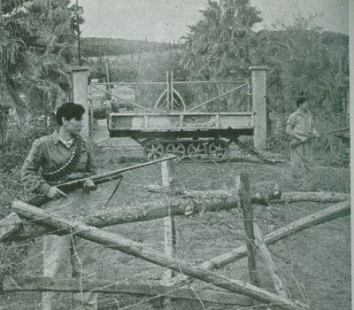 Obrázek ukazuje Haganu v boji - obránci kibucu Mishmar Haemek, duben, rok 1948.