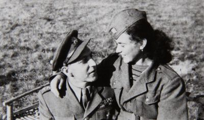 kapitán Erik Faltr, zde s kolegyní od dělostřeleckého oddílu
