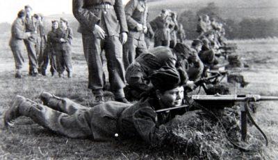 Výcvik ve střelbě ze samopalu MP 40