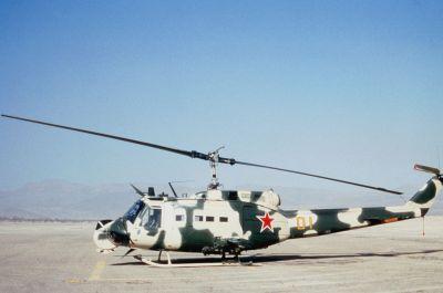 Bell UH-1H Huey upravený aby připomínal Mil Mi-24 Hind-D