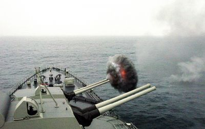 Palba z kanonů ráže 152 mm