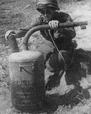 Abwehrflammenwerfer 42