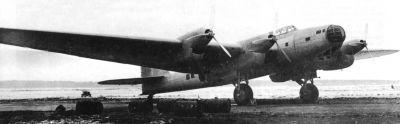 """První prototyp letounu ANT-42 (pozdější TB-7 a Pe-8) v roce 1937; tento exemplář měl ještě typickou prosklenou """"bradu"""""""