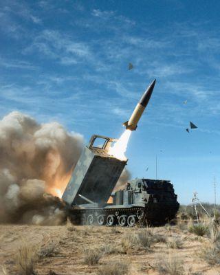 Odpálení 610mm taktické střely ATACMS
