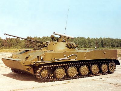 Vozidlo BMD-3 předvádí minimální světlou výšku podvozku