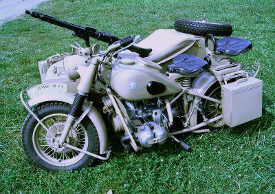 Německý motocykl BMW R-75 s kulometem MG42 (foto: Lukáš Visingr)