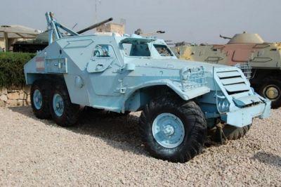 Vyprošťovací vozidlo odvozené z obrněnce BTR-152