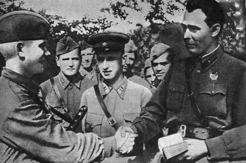 Brežněv jako politický komisař (1942)