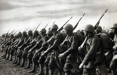 Vojáci s puškami vz. 24