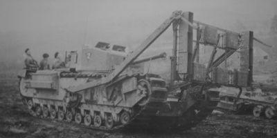 Tank Churchill s rámem pro nálože Jones Onion