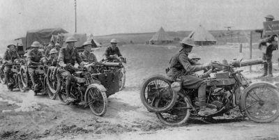 Britské motocykly Clyno vyzbrojené kulomety Vickers