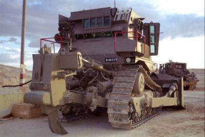 Pohled na záďový rozrývač buldozeru Caterpillar D9L