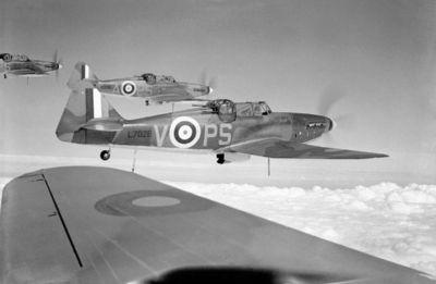 Skupina stíhaček Defiant 264. stíhací peruti RAF v srpnu 1940