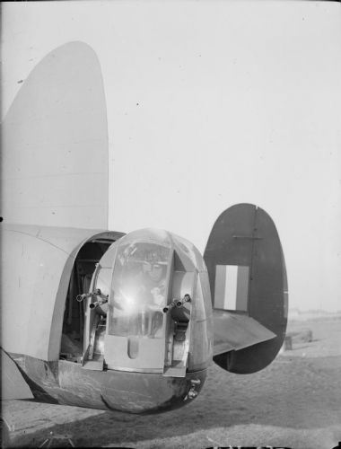 Avro Manchester Mk.I z No. 207 Squadron RAF ve Waddingtonu, Lincolnshire, 12. září 1941.