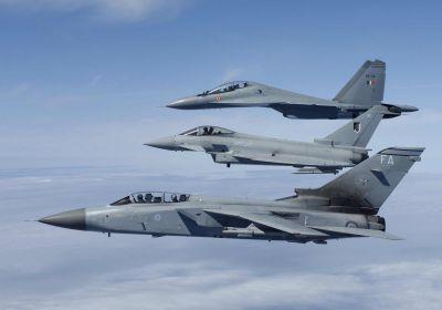 nejblíže Panavia Tornado, uprostřed Eurofighter Typhoon, vzadu Suchoj Su-30MKI (víceúčelový derivát Su-27)