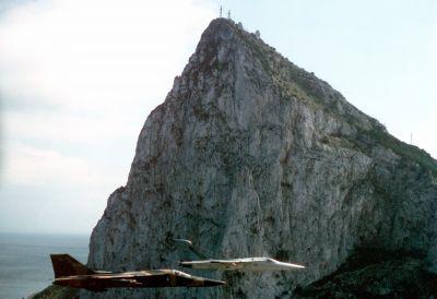 General Dynamics F-111F a EF-111A u Gibraltaru