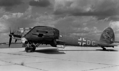 Varianta He 111H-16 opět dostala výkonnější motory a posílenou výzbroj