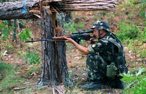 Maďarský voják s Dragunov SVD