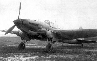 Bitevník Il-2M3 vyzbrojený 37mm protitankovými kanony NS-37