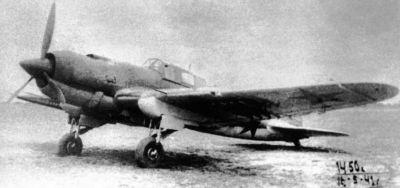 Prototyp dvoumístného Il-2 poháněného hvězdicovým motorem M-82