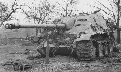 Jeden z Jagdpantherů, které podlehly přesile Spojenců