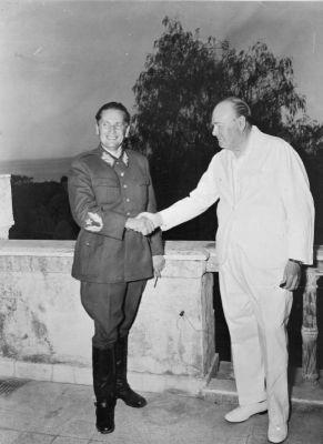 Josip Broz Tito a Winston Churchill v roce 1944 v Neapoli