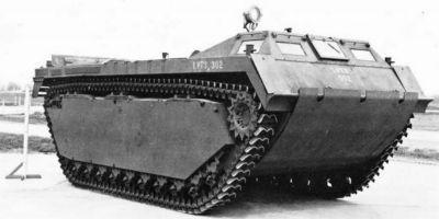 """Pozdější typ obojživelného vozidla LVT-3 zvaný """"Bushmaster"""""""
