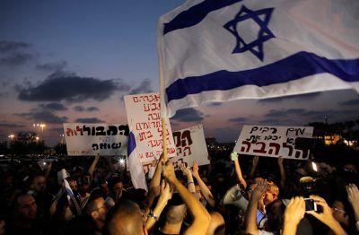 protestující aktivisté organizace Lehava
