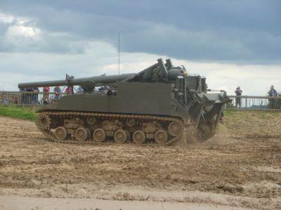 Dochované houfnice M40 se dosud někdy předvádějí na vojenských show