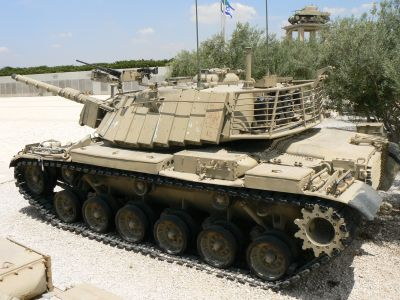 Tank M60 izraelské armády s dynamickým pancířem v muzeu Latrun