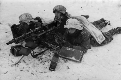 Výcvik se 7,92mm kulometem Mauser MG34 v zimních podmínkách
