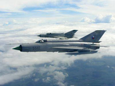 Dvojice stíhačů MiG-21MF československého letectva