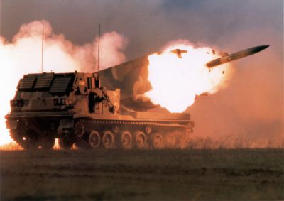 Odpálení 227mm rakety z raketometu M270 MLRS