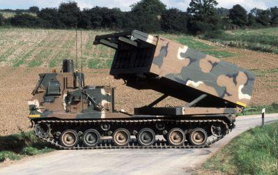 Raketomet M270 MLRS ve střelecké pozici