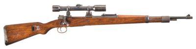 Odstřelovačská varianta pušky Mauser 98k s dalekohledem