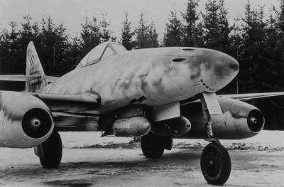 Kontroverzní stíhací bombardér Me 262A-2a Sturmvogel