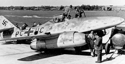 První prototypy Me 262 (zde Me 262 V3) měly ještě záďové podvozky