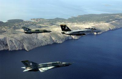 "F-14B ""Tomcat"" a dva chorvatské MiG-21"