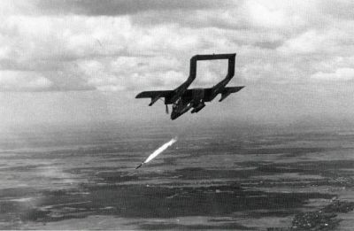 OV-10A (letka VAL-4) útočí na cíl ve Vietnamu