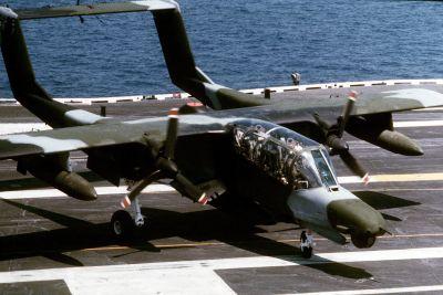 OV-10D během zkoušek na palubě letadlové lodi USS Saratoga (CV-6) v roce 1985