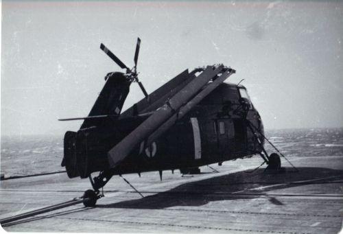 Sikorsky S-58 na francouzské letadlové lodi La Fayette v roce 1962