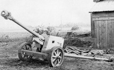 Německý 75mm kanon PaK 40 ukořistěný Rudou armádou u Charkova