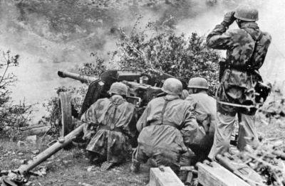 Výstřel z německého protitankového kanonu PaK 40 ráže 75 mm