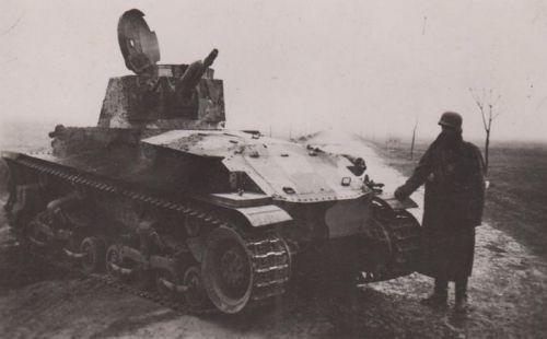 Poškozený a Maďary ukořistěný československý LT vz. 35