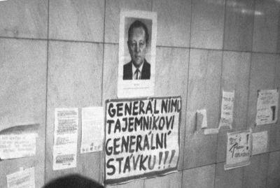 Praha 1989, generálnímu tajemníkovi generální stávku