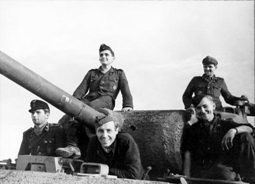 PzKpfw. V Panther Ausf. G s naneseným Zimmeritem